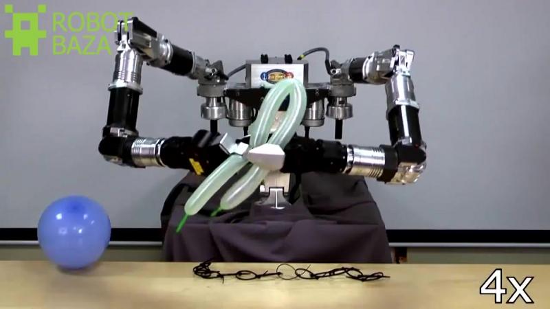 Ловкий робот делает фигурки из воздушных шариков