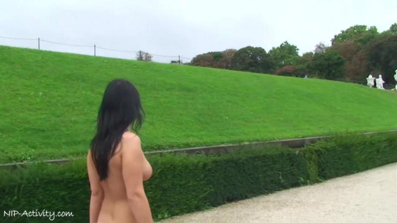 Jarka Nude in Public 4