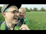У этого малыша такой заразительный смех!