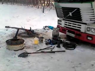 Петербургский дальнобойщик четыре дня жёг костры у сломанной фуры под Новосибирском