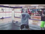 The boxing trainer updated Hanbins training video  Boxer bin  What KimHanBin cant do