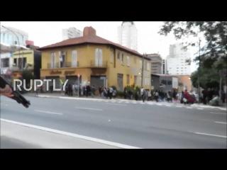 Бразилия: Полиция столкновение с маршем студентов в Сан-Паулу.