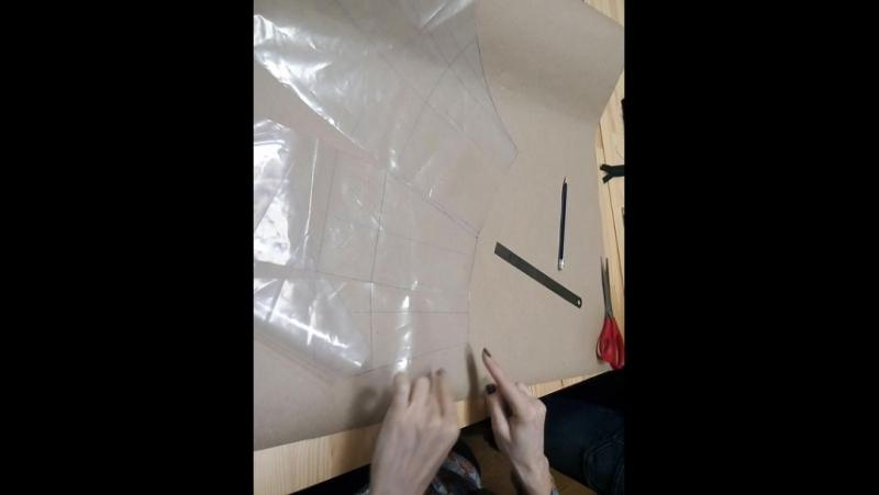 Выкраиваем пояс по выкройке (клеенке)