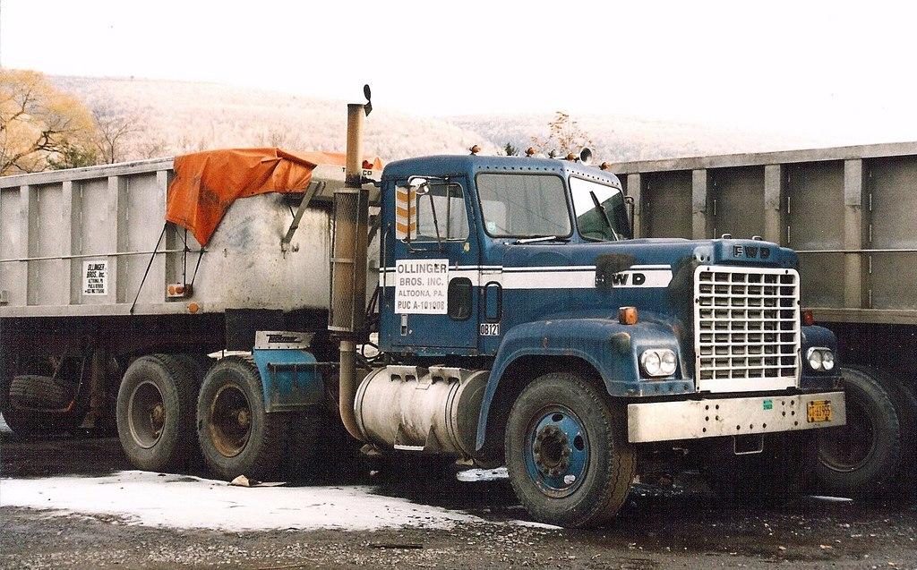 очень старый американский грузовик 2016