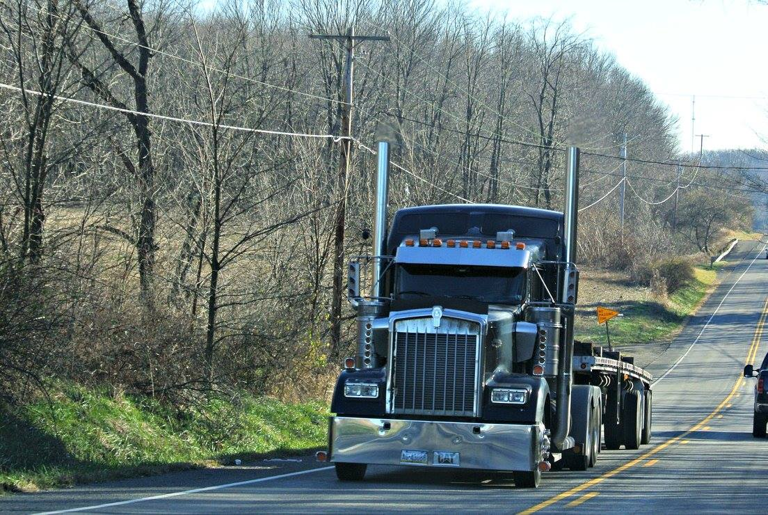грузовик на трассе в США 2016