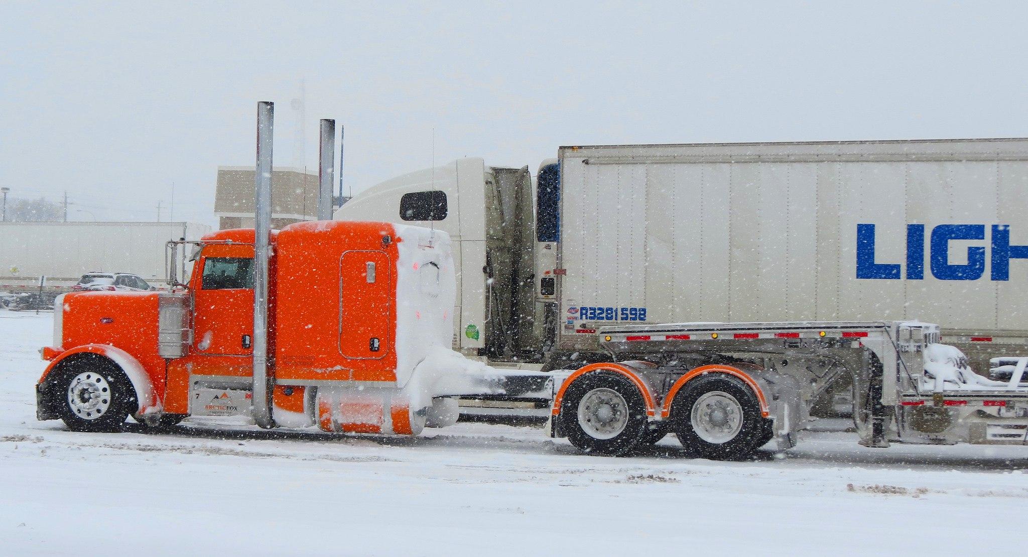 оранжевый супер грузовик