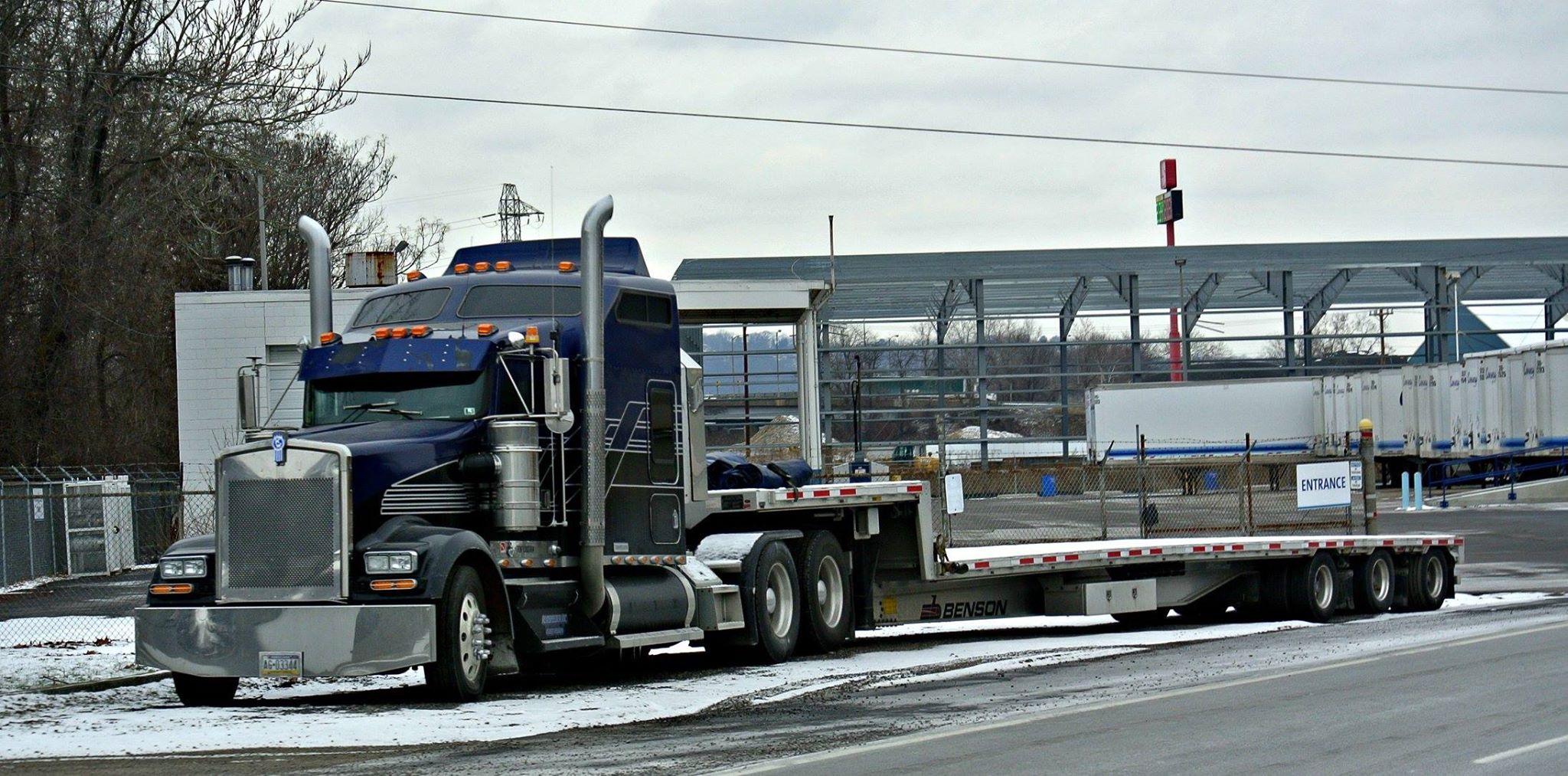 американский город и грузовик