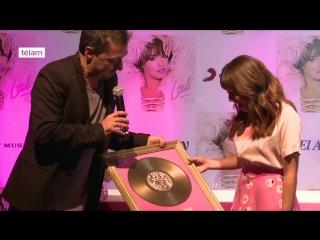 """Lali presentó su disco """"Soy"""" y recibió el Disco de Oro rodeada de fans"""