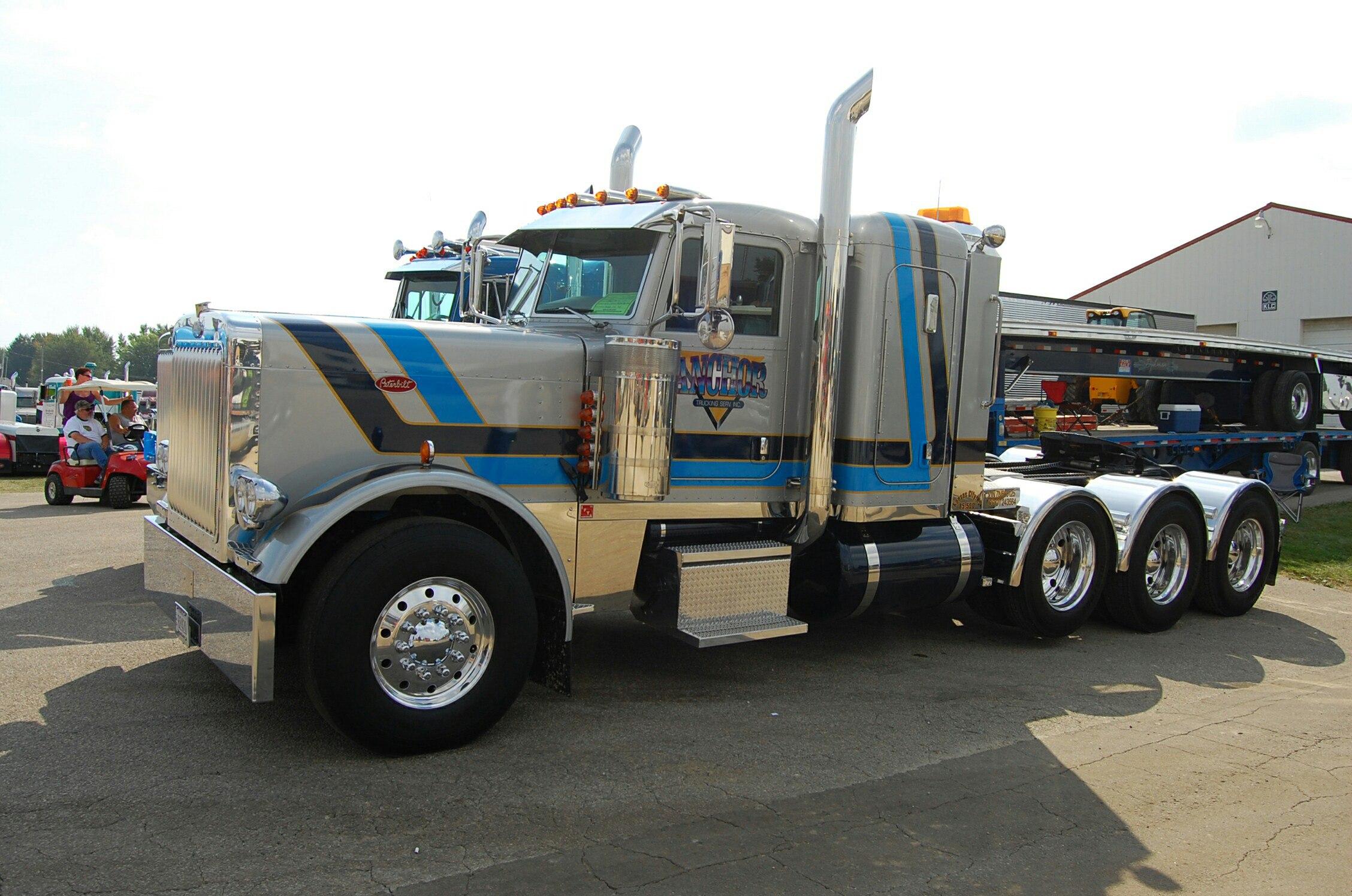 14 колес грузовик
