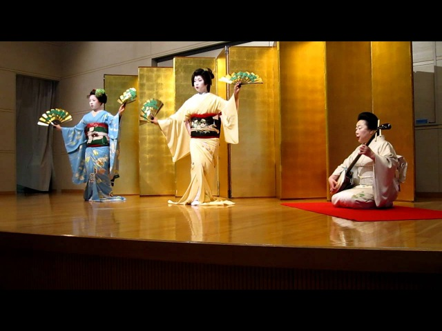 GeikoMaiko Dance with Shamisen