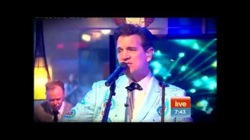 Chris Isaak - It's Now Or Never Great Balls Of Fire (Sunrise 12-10-2011)