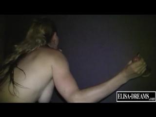 Erotic Show and Sex in a Gloryhole Жена-шлюха с шикарной фигурой трахается Sexwife  cuckold с негром сексвайф сосет члены стену