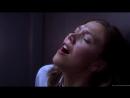 Мэгги Джилленхол мастурбирует в общественном туалете