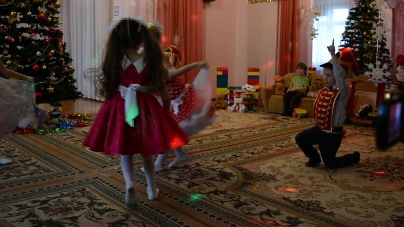 Новый год 2015 Танец Кукол и Солдатиков