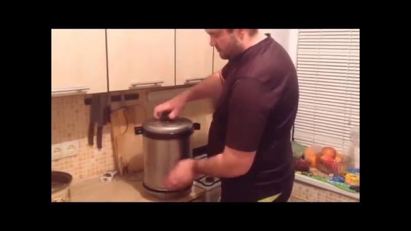 Копчение ребрышек дома в бездымной коптильни деликатес цилиндрическая.