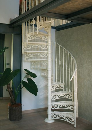 лестница из металла на второй этаж своими руками