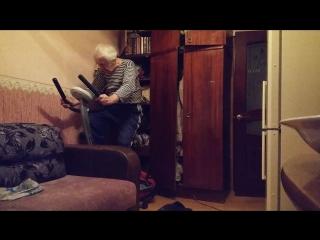 Ничего необычного, дед крутит педали под Рамштайн=)