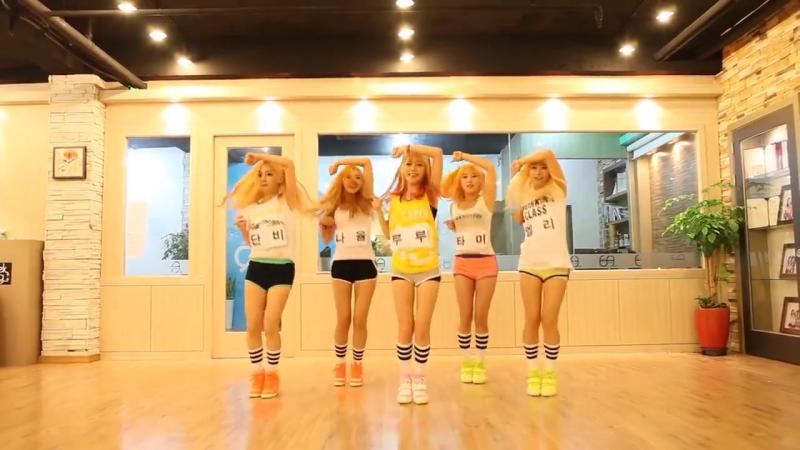 Кореяночки красиво танцуют