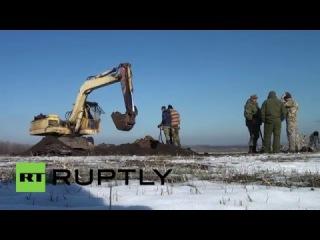 Россия: Сбитый Второй Мировой Войны Пе-2 раскопки и определил, нашли кости.