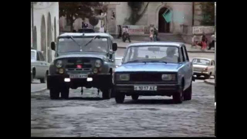 Муж собаки Баскервилей (1990) - car chase scene