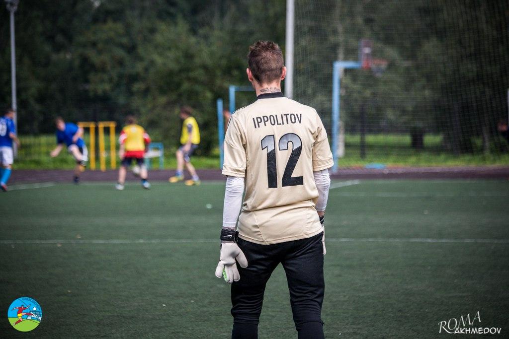 Вратарь сборной Первой лиги Борис Иванов - вид сзади.