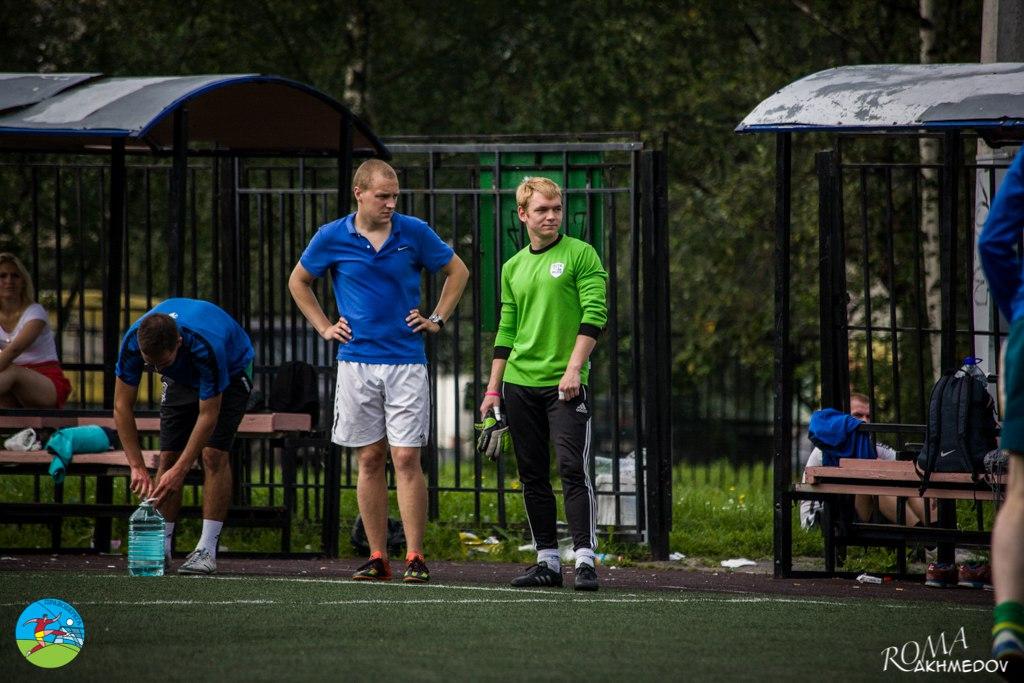 Капитан сборной Первой лиги Денис Устинов (слева) и один из двух голкиперов команды Александр Шутилов (справа), турнир сборных 2016.