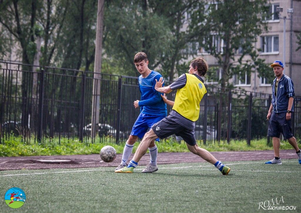 Сергей Бразгун (справа) явно не по правилам ведет борьбу со Станиславом Ким, турнир сборных 2016.