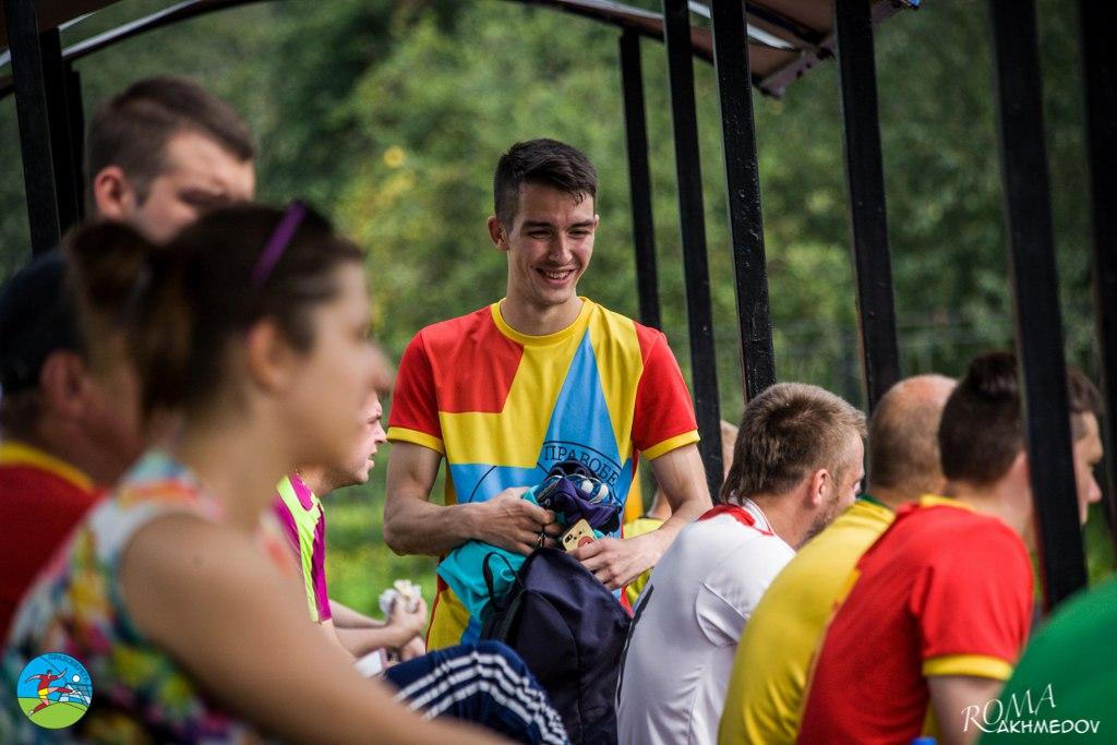 Фарух Исмаилов стартует в турнире сборных 6х6 образца 2016 года с хет-трика в ворота сборной Первой лиги, чему несказанно рад на трибунах.