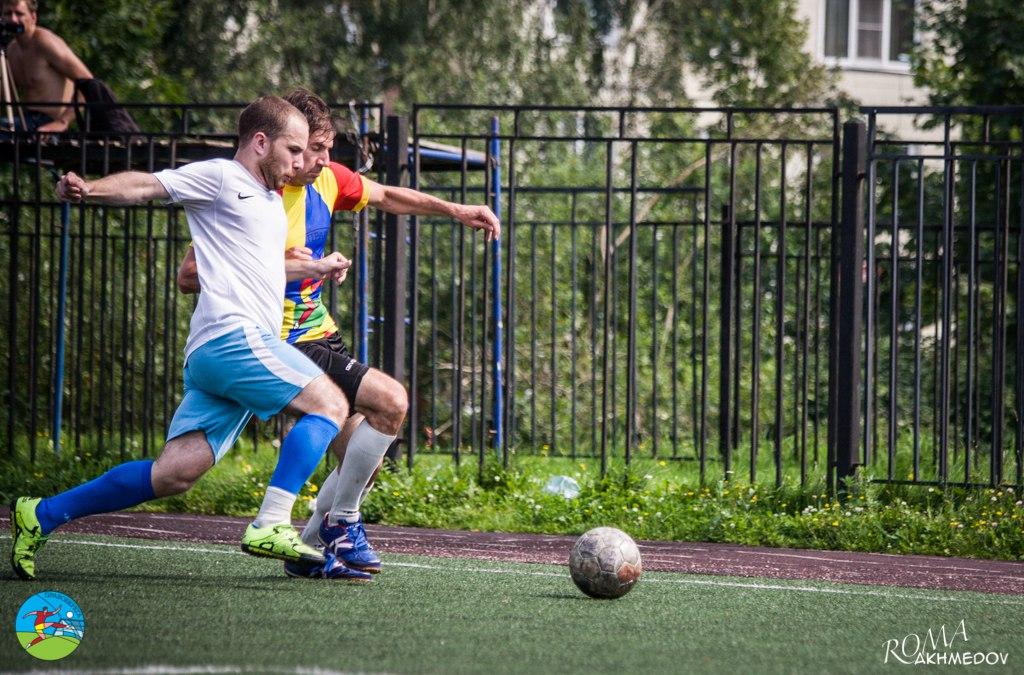 Никита Ершов (в белом) ведет в борьбу с Дмитрием Новосадом, турнир сборных 2016.