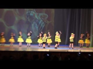 Танец Пчёлок  на празднике  в д/к Строитель