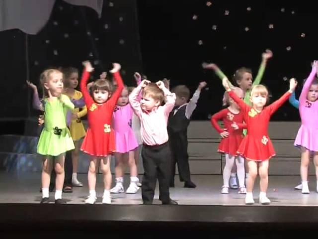 Саванна- танцует дети 2-3 года.