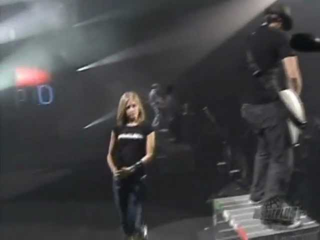 Avril Lavigne - Sk8er Boi @ Live in Montreal, Canada 03/09/2004