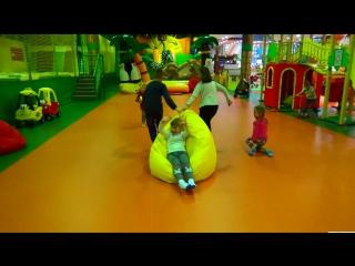 Развлекательный центр Играем в детском лабиринте Катаемся на горках Children Play Center