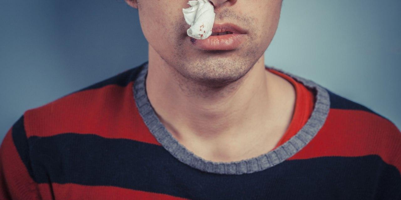 Как оказать помощь при кровотечении из носа