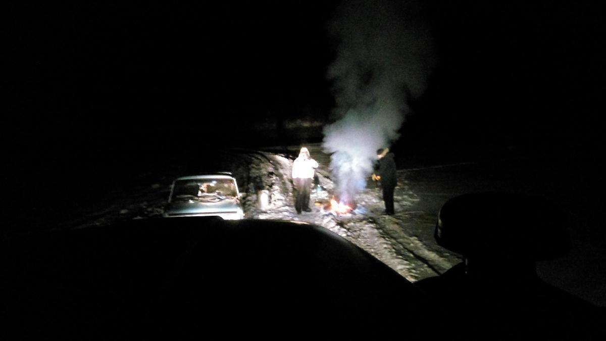 В Момском районе заблудились и застряли в снегу автомобилист и пассажир