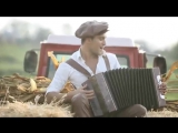Популярный клип в Молдаве как девушки догоня парня