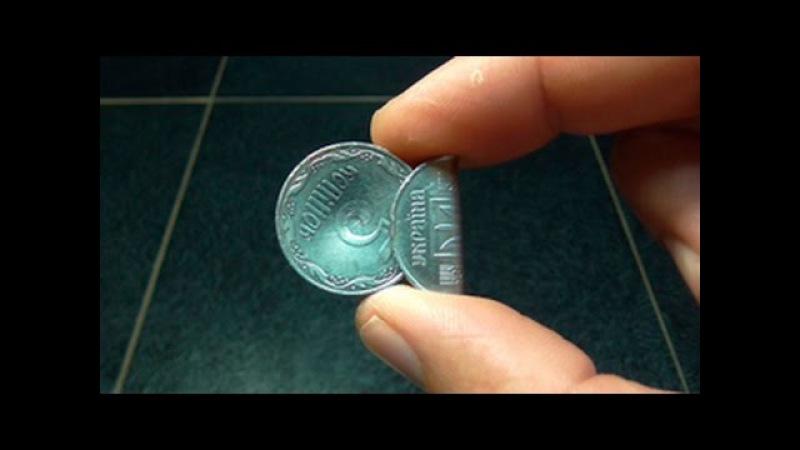 хлопушка из трех монет