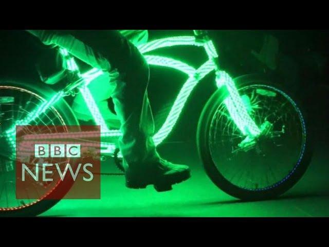 Bicycles lighting the night in Venice Beach - BBC News