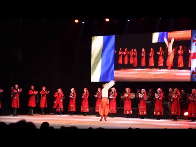 Танцевальный поединок украинского ансамбля танца им. Вирского и грузинского ансамбля Рустави