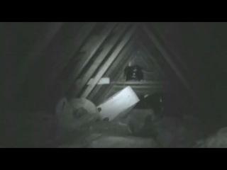 Полтергейст бушует на чердаке дома. Poltergeist is raging in the attic of the house.