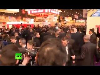 Французские фермеры едва не растерзали Франсуа Олланда за антироссийские санкции (видео)