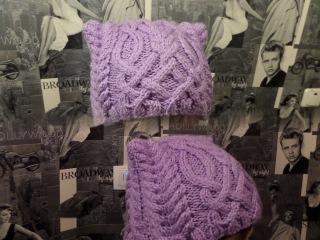 Вязаная шапка с ушками. Вязание спицами. Шапка кошка с косой. Knitting(Hobby)