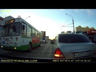 Момент ДТП у ост.Дмитриева (21.03.2016)