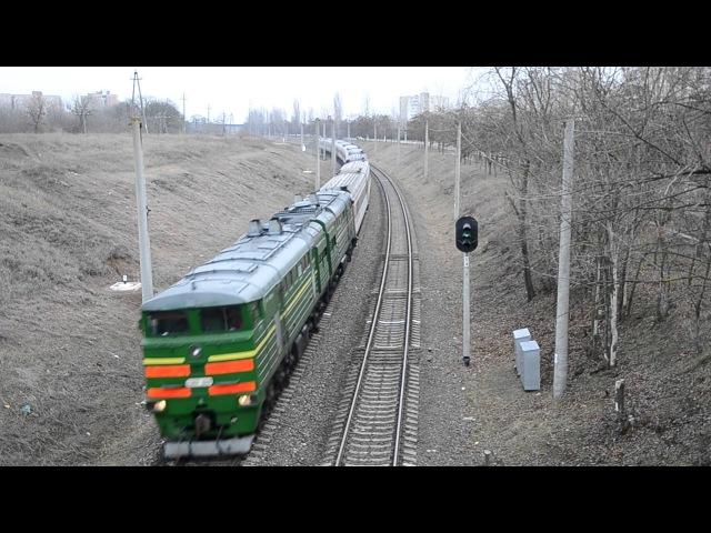 Тепловоз 2ТЭ10УТ-0068 с поездом № 65 Москва — Кишинёв (Кишинэу) в г. Тирасполь