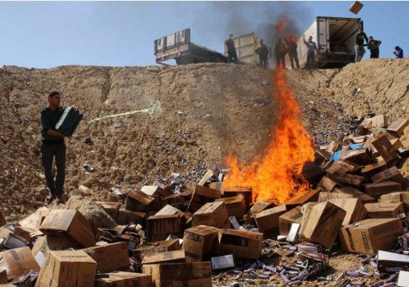 15 тонн сникерсов сожгли в Секторе Газа