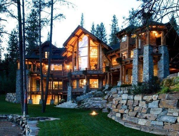 Дом мечты в лесу из натурального дерева и камня