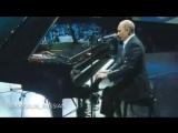 Тогда еще премьер-министр России Владимир Путин сыграл на рояле