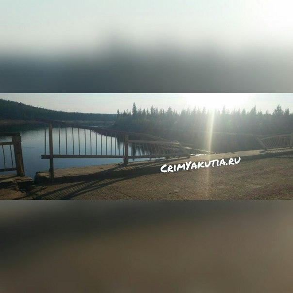 В Якутии УРАЛ столкнул в реку машину с семьей