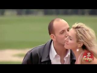 Отличный розыгрыш с поцелуем за деньги
