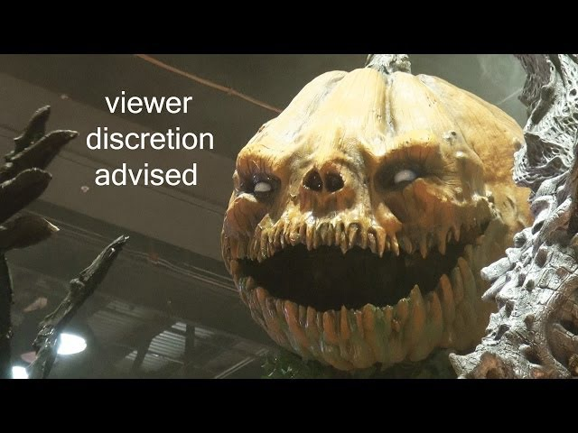 Haunted House Horror ANIMATRONICS by Scare Factory at IAAPA Expo 2013 - Viewer Discretion Advised